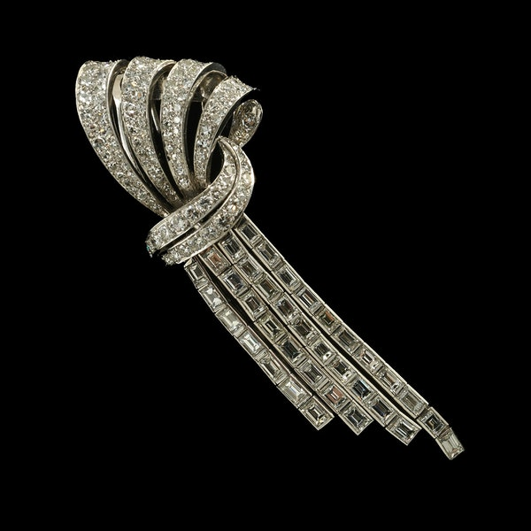 MM6493b platinum baguette round  diamond stylish brooch clip 1940c  fine quality with lots of movement - image 2