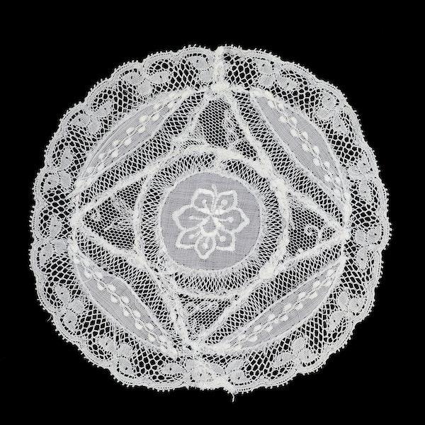 Set of 6 Normandy lace mats 12cm diameter c1910 - image 2