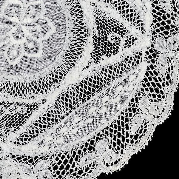 Set of 6 Normandy lace mats 12cm diameter c1910 - image 1