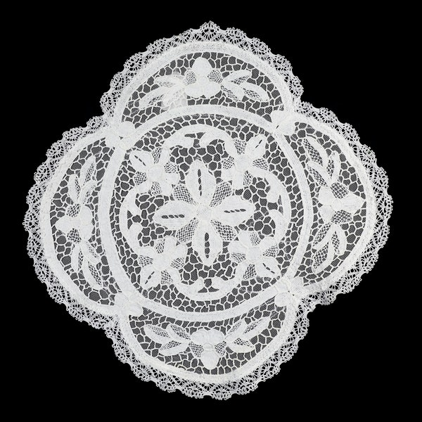 Round table centre or tray cloth ,hand worked filet lace with net backing and bobbin lsce edging 42cm diameter - image 2