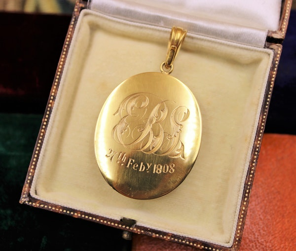 A very fine High Carat Yellow Gold Oval Shell Cameo and Pearl Pendant, Inscribed 1808 - image 2