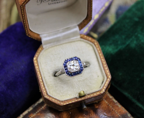 A very fine 0.85ct Diamond & Sapphire Target Ring mounted in Platinum, English, Circa 1920-1930 - image 4