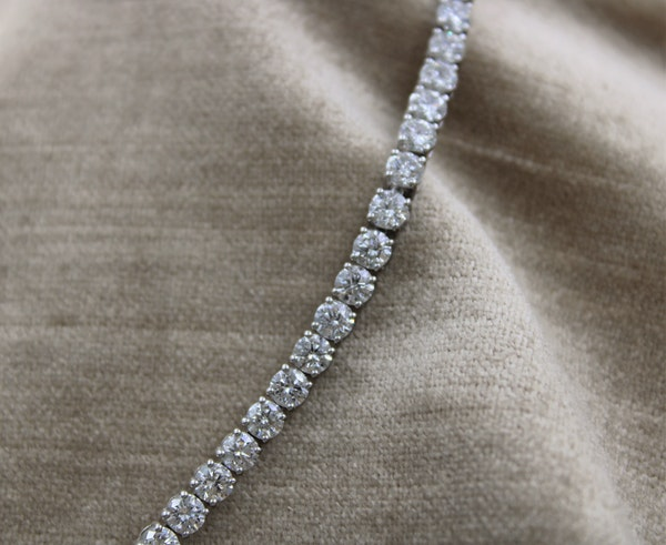 A very fine 10.04ct Diamond Line Bracelet mounted in 18ct White Gold, Pre-owned - image 2