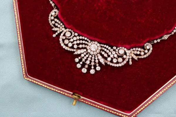 A very fine late 19th Century Diamond Necklace/Brooch/Hair Ornament in High Carat Yellow Gold and Silver, English, Circa 1890 - image 1