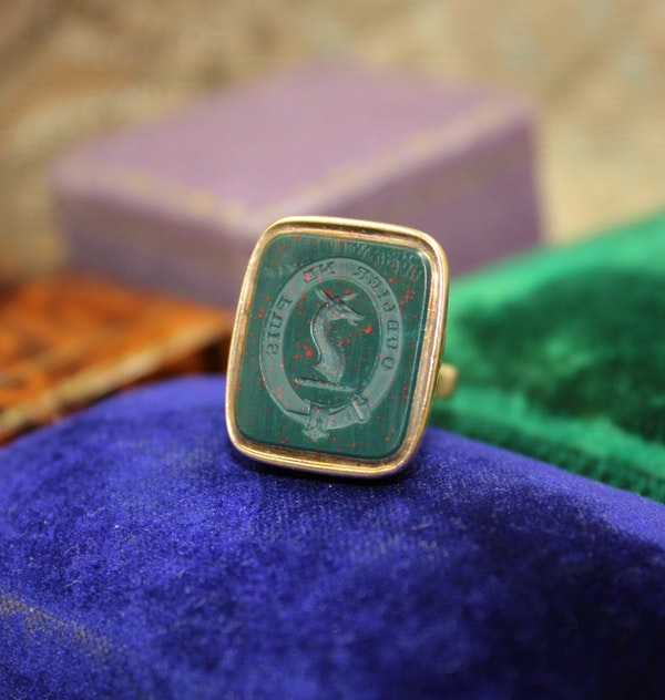 A very fine Bloodstone Seal in 15ct Yellow Gold, English, Circa 1850 - image 1