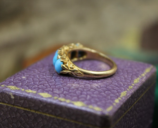A Victorian Turquoise & Diamond Five Stone Ring set in 18ct Yellow Gold, English, Circa 1890 - image 4