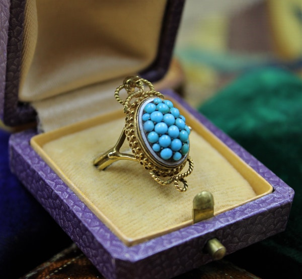 A very fine Victorian Turquoise Serpentine Cluster Ring set in 18ct Yellow Gold, English, Circa 1880 - image 2