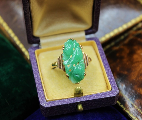 A superb Art Deco Carved Natural Jadeite Ring set in 9ct Yellow Gold, Circa 1930 - image 2