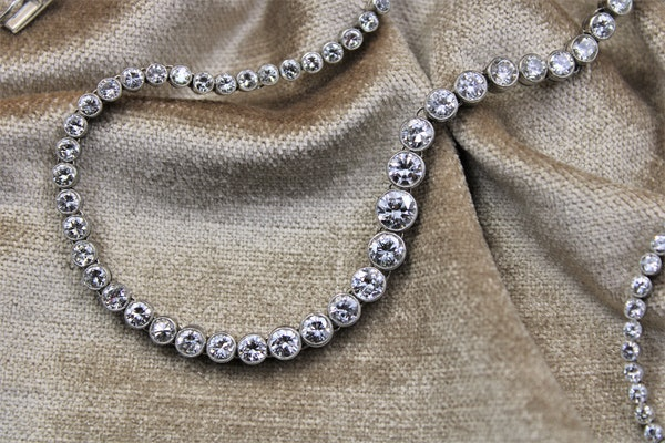 A very fine Diamond Riviere Necklace mounted in Platinum, Circa 1945 - image 1