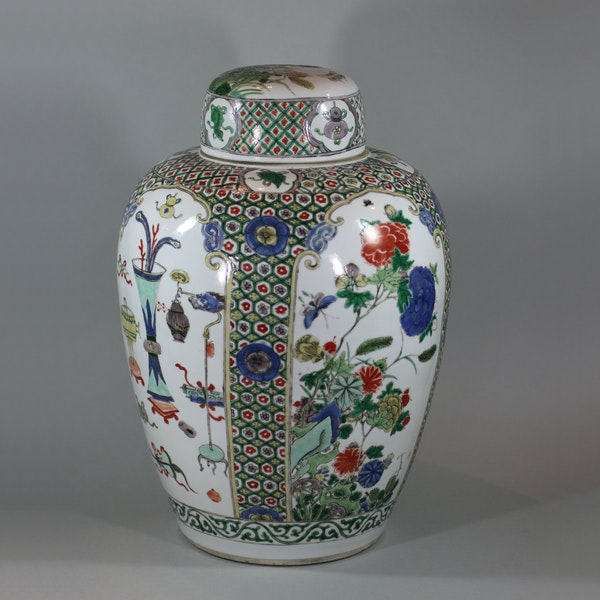 Chinese famille-verte ovoid jar and cover, Kangxi (1662-1722) - image 4