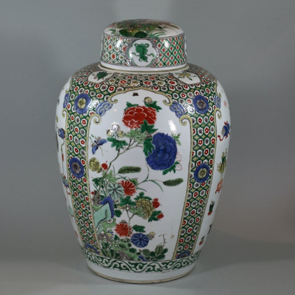 Chinese famille-verte ovoid jar and cover, Kangxi (1662-1722) - image 1