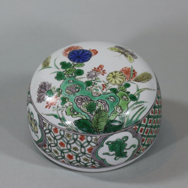 Chinese famille-verte ovoid jar and cover, Kangxi (1662-1722) - image 6