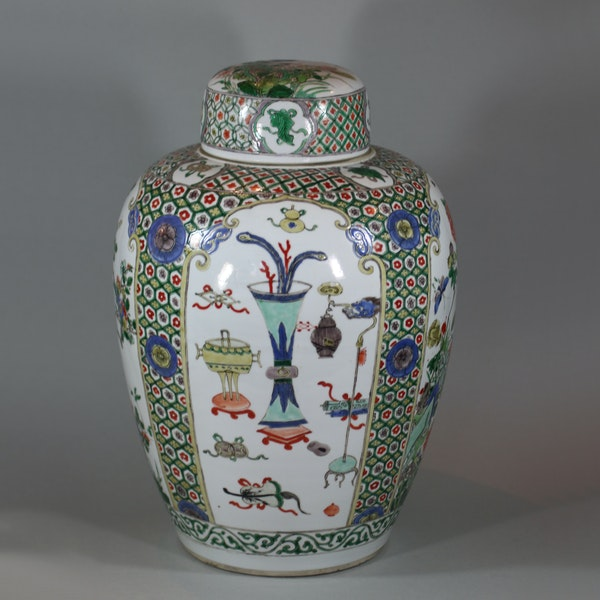 Chinese famille-verte ovoid jar and cover, Kangxi (1662-1722) - image 2