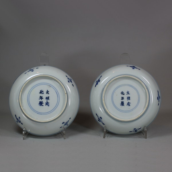 Pair of Chinese blue and white saucers, Kangxi (1662-1722) - image 2