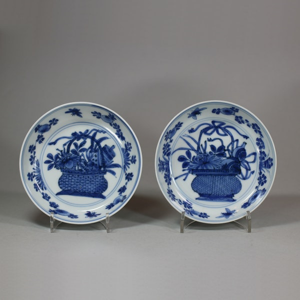 Pair of Chinese blue and white saucers, Kangxi (1662-1722) - image 1