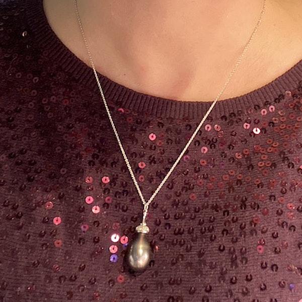 1980's, 18ct White Gold, Tahitian Pearl and Brilliant Cut Diamond stone set Pendant, SHAPIRO & Co since1979 - image 3