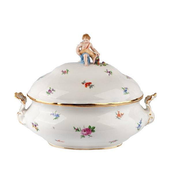 Large 19th century Meissen dinner service - image 2