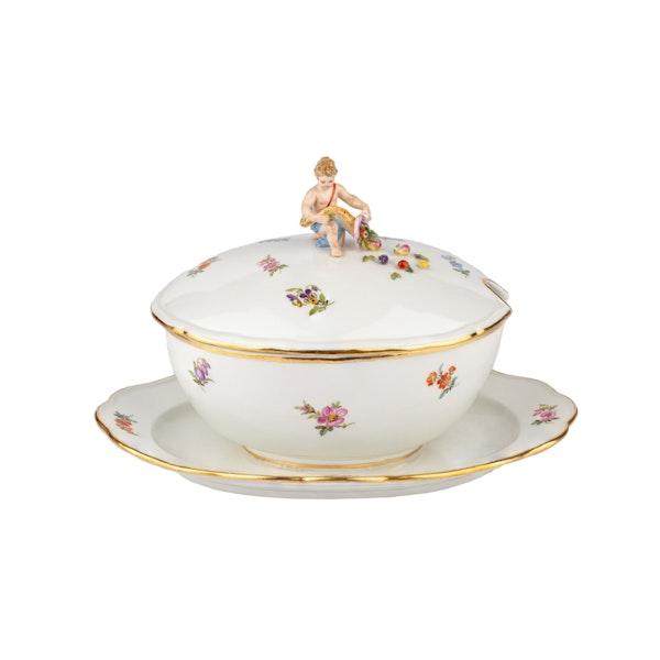 Large 19th century Meissen dinner service - image 8