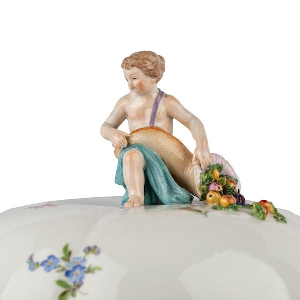 Large 19th century Meissen dinner service - image 11