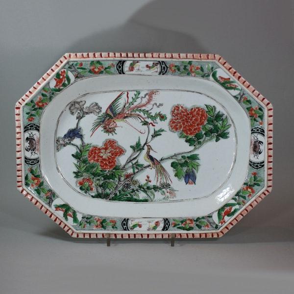 Chinese famille verte 'pie-crust' rim octagonal platter, Kangxi (1662-1722) - image 1