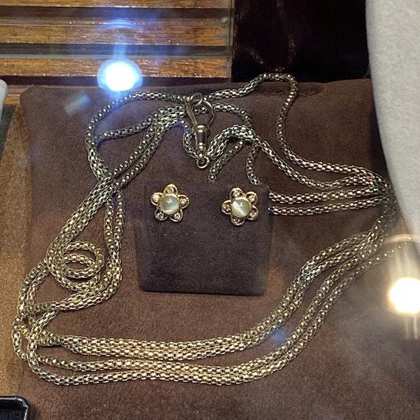 Date: circa 1900, 9ct Yellow Gold long guard Chain, SHAPIRO & Co since1979 - image 6