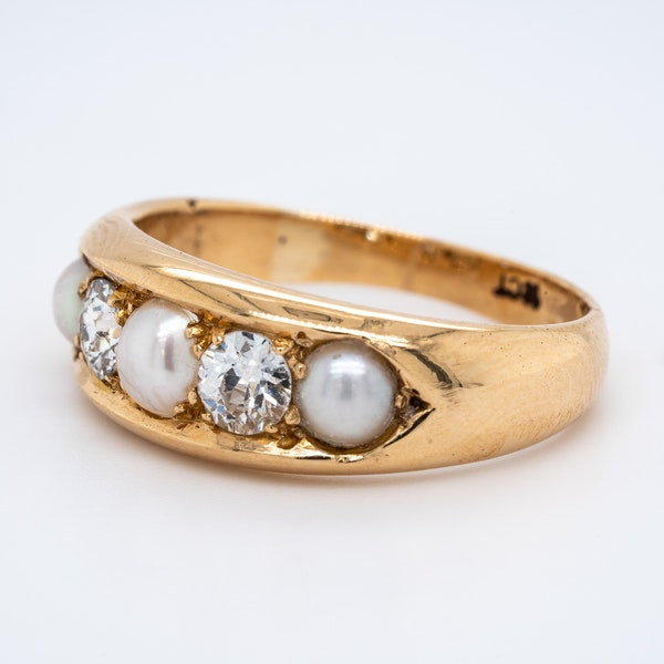 Diamond and Natural Pearl Five Stones ring - image 1
