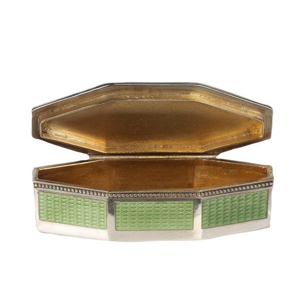 A green enamel silver box - image 4