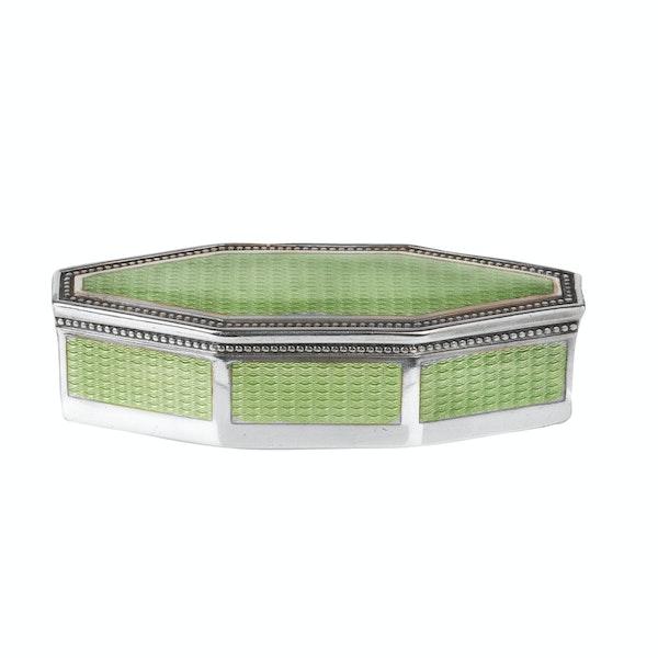 A green enamel silver box - image 3