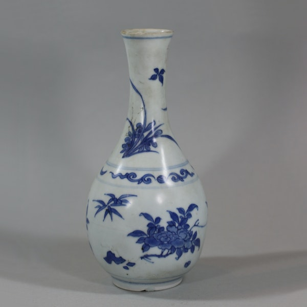 Small Chinese blue and white 'Hatcher Cargo' bottle vase, Shunzhi period (1644-46) - image 1