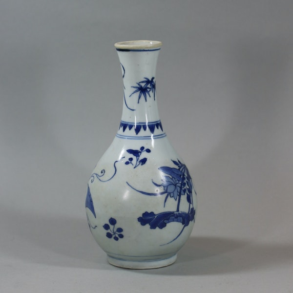 Small Chinese blue and white 'Hatcher Cargo' bottle vase, Shunzhi period (1644-46) - image 2
