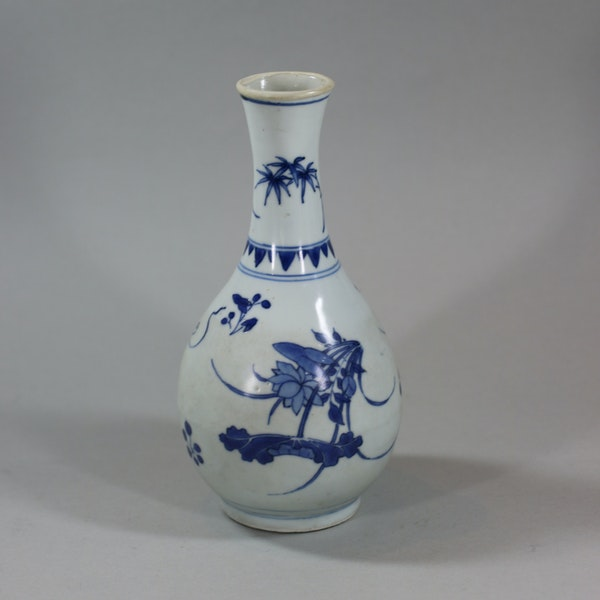 Small Chinese blue and white 'Hatcher Cargo' bottle vase, Shunzhi period (1644-46) - image 3