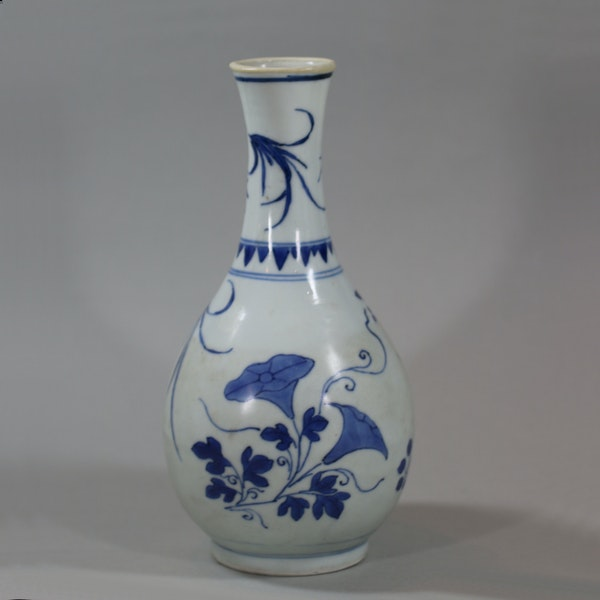 Small Chinese blue and white 'Hatcher Cargo' bottle vase, Shunzhi period (1644-46) - image 1
