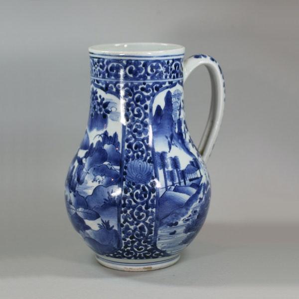 Japanese blue and white Arita tankard, circa 1680 - image 1