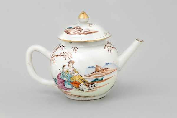 A CHINESE FAMILLE ROSE 'EUROPEAN-SUBJECT' TEAPOT AND COVER , QIANLONG 1736-1795 - image 1