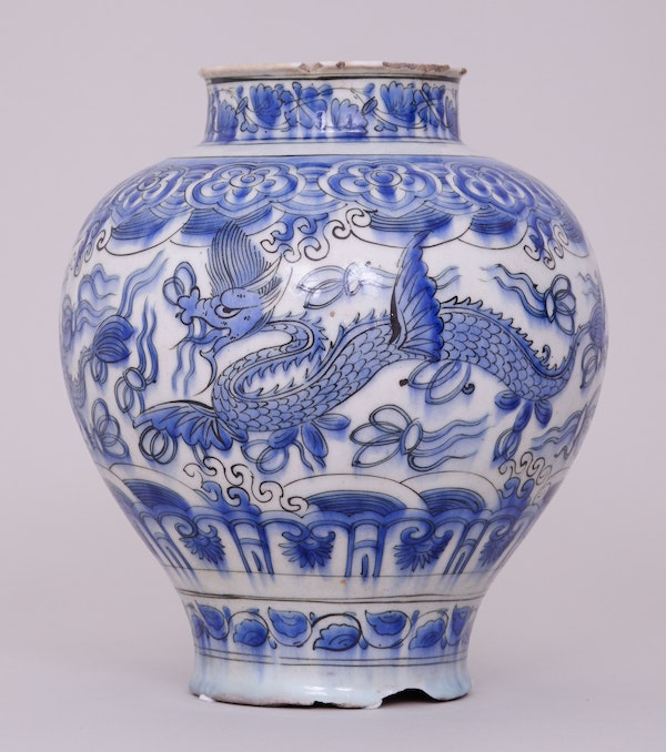 A BLUE AND WHITE PERSIAN SAFAVID JAR, 17TH CENTURY - image 1
