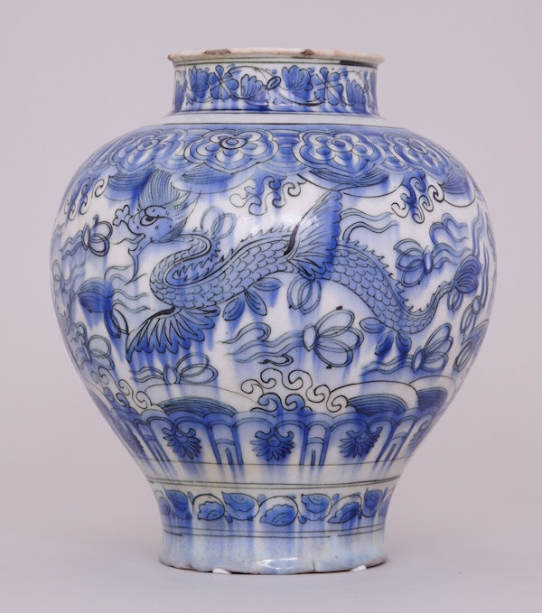 A BLUE AND WHITE PERSIAN SAFAVID JAR, 17TH CENTURY - image 2