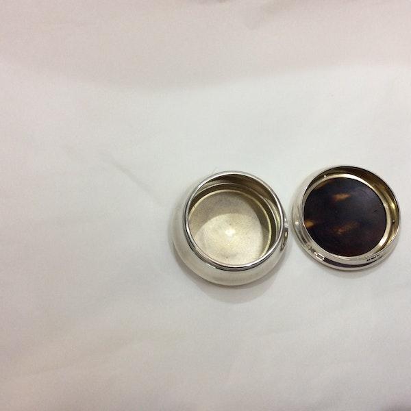 A silver and tortoiseshell box - image 2