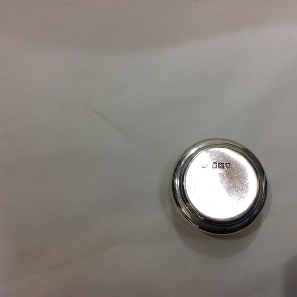 A silver and tortoiseshell box - image 3