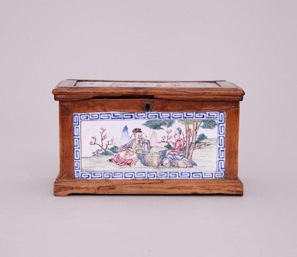 A CHINESE CANTON ENAMEL FAMILLE ROSE BOX, QIANLONG (1736-1795) - image 1