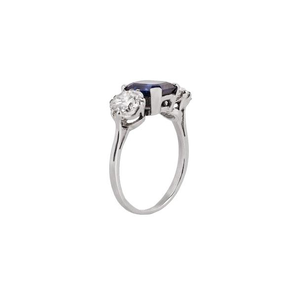 Sapphire diamond 3 stone ring - image 2