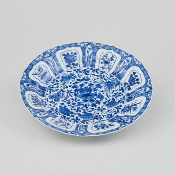 A CHINESE KANGXI BLUE AND WHITE PLATE, KANGXI (1662 - 1722) - image 1