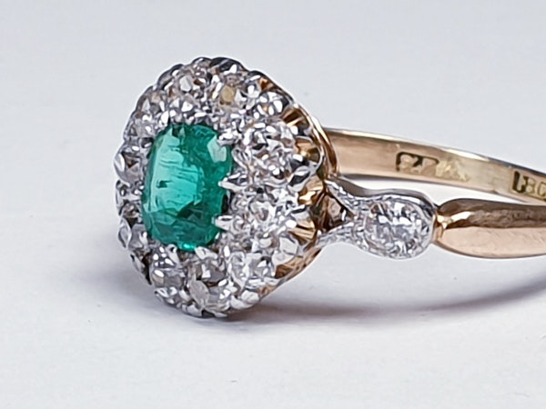 Antique emerald and diamond cluster ring 4772   DBGEMS - image 4