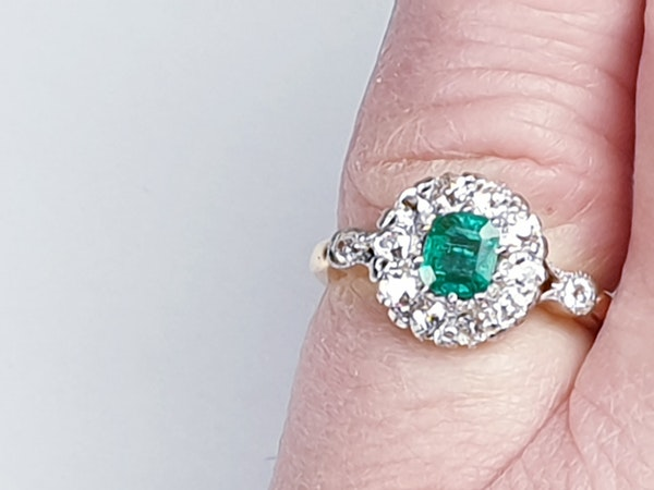 Antique emerald and diamond cluster ring 4772   DBGEMS - image 3