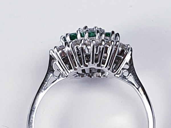 Emerald and diamond cluster ring 4773   DBGEMS - image 3