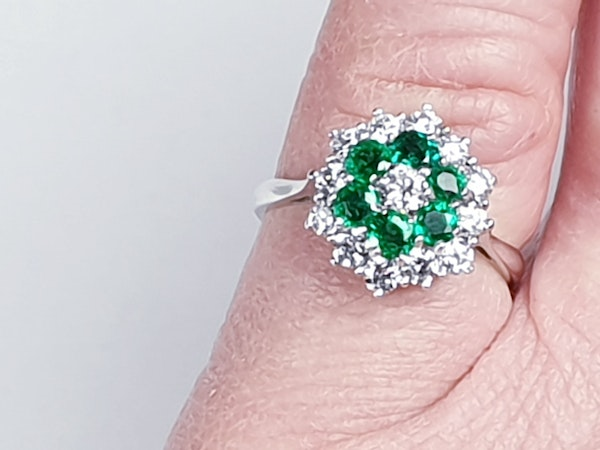 Emerald and diamond cluster ring 4773   DBGEMS - image 2