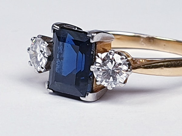 Garrards Sapphire and Diamond Engagement Ring  DBGEMS - image 5