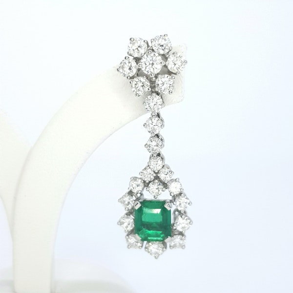 Columbian emerald and diamond earrings. - image 3