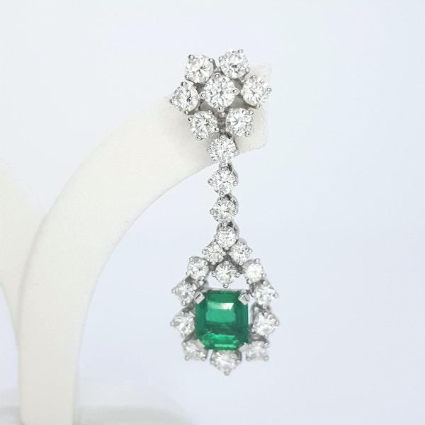 Columbian emerald and diamond earrings. - image 5