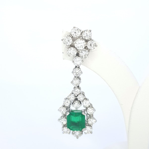Columbian emerald and diamond earrings. - image 4