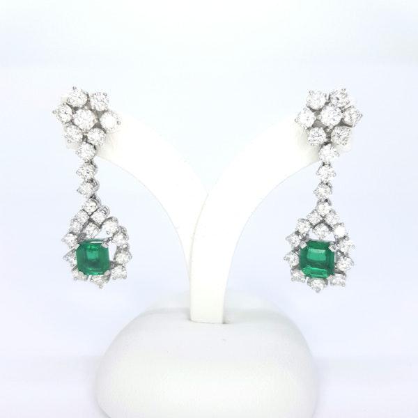 Columbian emerald and diamond earrings. - image 2